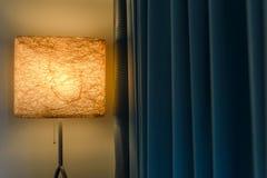 Nowożytna trwanie lampowa pobliska zasłona obraz royalty free