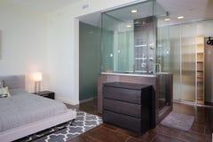 Nowożytna wewnętrzna prysznic zdjęcia royalty free