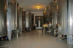 Nowożytna wewnętrzna wytwórnia win dla win winogron Obraz Stock