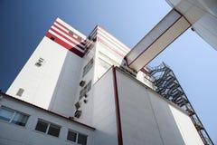 Nowożytna zwierzęcej karmy fabryka Przemysłu budynek w słonecznym dniu Fotografia Royalty Free