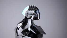 Nowożytne mechaniczne technologie Biały nowożytny robot w jaskrawym studiu Android macha powitanie rękę, wita widza zdjęcie wideo