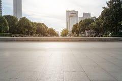 Nowożytne Miastowe drogi i budowa zdjęcia stock