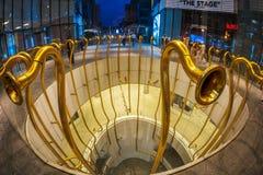 Nowożytne trąbki jak rzeźby Alberto Garutti w kwadratowym Gael Aulenti, Mediolan zdjęcia stock