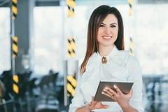 Nowożytnego biznesowego styl życia żeński korporacyjny lider obraz royalty free