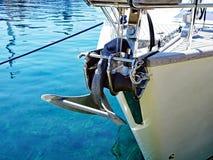 Nowożytnego jachtu Denna kotwica zdjęcia royalty free