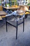 Nowożytnego sklep z kawą plastikowy krzesło Obraz Royalty Free
