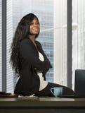 Nowożytnej firmy korporacyjny portret młody czarny afrykanin kobiety amerykański biznesowy ono uśmiecha się ufny i succes szczęśl obrazy stock
