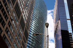 Nowożytni biznesowi budynki, drapacze chmur/ niebo obrazy royalty free