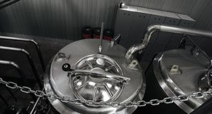 Nowożytni browaru i wyposażenia maszynerii narzędzia dla alkoholu produktu fotografia stock