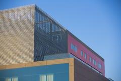 Nowożytni budynki biurowi. Kolorowi budynki w przemysłowym miejscu. zdjęcie royalty free