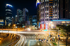Nowożytni budynki i skrzyżowanie przy Banqiao, w Nowym Taipei mieście Fotografia Stock