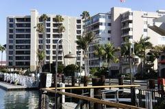 Nowożytni budynki przy Nową port plażą Zdjęcia Royalty Free