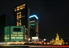 Nowożytni budynki w phnom penh mieście uliczny Cambodia przy nocą Zdjęcie Royalty Free