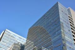 Nowożytni budynki z szklaną ścianą zdjęcia royalty free