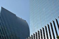Nowożytni budynki zewnętrznie w linii i bloku obraz stock