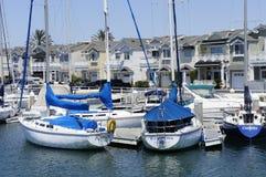 Nowożytni domy i prędkości łodzie Obraz Royalty Free