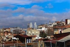 Nowożytni & Historyczni budynki w Sishane Istanbuł zdjęcia stock