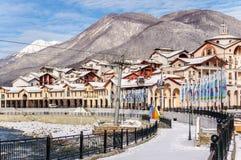 Nowożytni i modni hotele i mieszkania Gorky Gorod zimy ośrodka narciarskiego zakwaterowania infrastruktury halny przód na bea obrazy royalty free