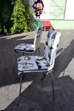 Nowożytni sklep z kawą wystrzału sztuki krzesła Fotografia Royalty Free