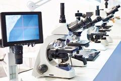 Nowożytni stereo mikroskopy z monitorem obrazy stock