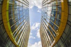 Nowożytni szklani budynki, fisheye widok zdjęcie stock