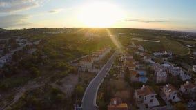 Nowożytni wygodni mieszkania i chałupy dla czynszu lub sprzedaży w Cypr, antena zdjęcie wideo