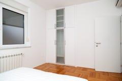 Nowożytny łóżkowy pokój Zdjęcia Royalty Free