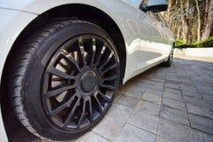 Nowożytny auto koło samochód z pięknym czarnym aliażu dyskiem, fre i Fotografia Royalty Free