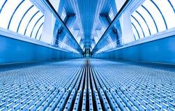 nowożytny błękitny eskalator Obraz Stock