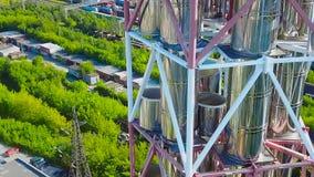 Nowożytny Benzynowy rafinerii fabryki kompleks zapas Produkci ropy naftowej elektrownia Metali zbiorniki Powietrzny trutnia zakoń zdjęcie wideo