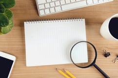Nowożytny biurowy desktop pojęcie z kopii przestrzenią, odgórny widok Zdjęcie Stock
