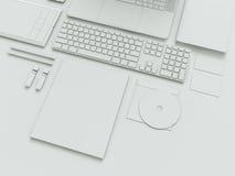 Nowożytny biurowy miejsce pracy z kruszcowym laptopem, cyfrową pastylką, telefonem komórkowym, papierami, notepad i inny, biznes  Obraz Stock