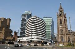 Nowożytny budynek i kościół, Liverpool, UK obrazy stock