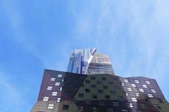 Nowożytny budynek i niebo Zdjęcia Royalty Free