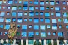 Nowożytny budynek mieszkalny w Eindhoven, holandie Z wokoło 225.000 mieszkanami swój wielki zarząd miasta Netherla Fotografia Stock