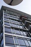 Nowożytny budynek szklany aluminiowy geometryczny projekt w miastowym mieście Fotografia Royalty Free