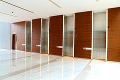 Nowożytny budynek windy lobby obrazy stock