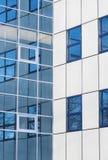 Nowożytny budynku biurowego odbicia tło Obraz Royalty Free