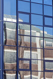 Nowożytny budynku biurowego odbicia tło Zdjęcie Stock