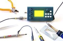 Nowożytny cyfrowego sygnału oscyloskop i narzędzia odizolowywający na białym tle Zdjęcie Stock