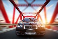Nowożytny czarny kruszcowy sedanu samochód na bridżowej drodze Rodzajowy desing, brandless Obraz Royalty Free