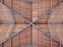 Nowożytny dach portowy schronienie zrobił stalowemu drewnu Zdjęcia Royalty Free