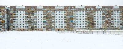 Nowożytny dom w Ryskim smowing zimę Obrazy Royalty Free