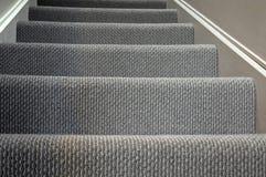 Nowożytny domowy schody dywanu tło zdjęcie stock