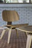Nowożytny drewniany krzesło w sklep z kawą Obraz Royalty Free