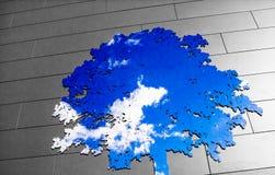 Nowożytny drzewo życia przedstawicielstwo Używa niebo w lustrze Obrazy Stock