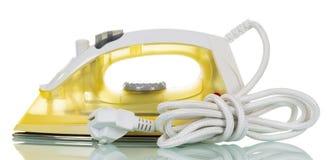 Nowożytny elektryczny parowy żelazo odizolowywający na bielu obraz royalty free