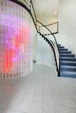 Nowożytny foyer z szklanego bloku ściany podstrzyżeniem fotografia royalty free