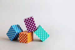 Nowożytny geometrical projekta szablon Abstrakcjonistyczny kolorowy blok polki kropki wzór Fiołka zielony pomarańczowy błękitny k Obraz Stock