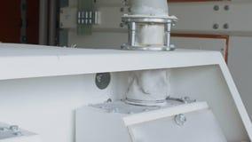 Nowożytny gristmill mleje zboże adra banatka w dośrodkowywania i mąkę zbiory wideo